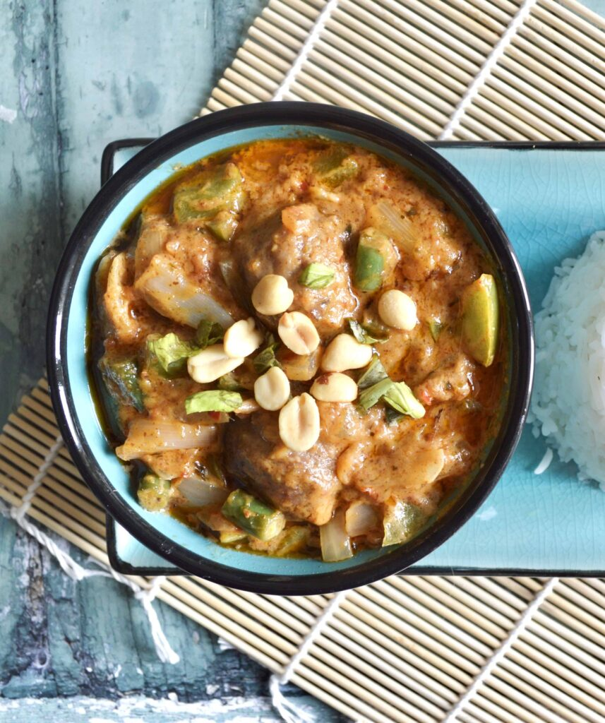 chicken meatball satay curry