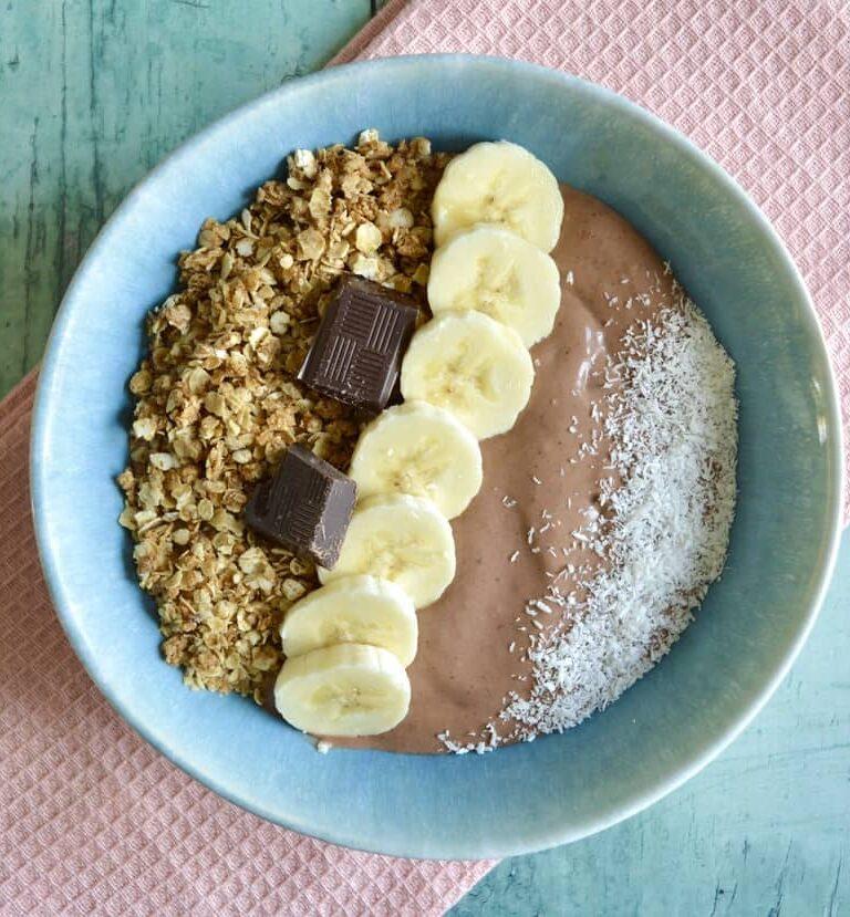 chocolate coconut smoothie bowl 1